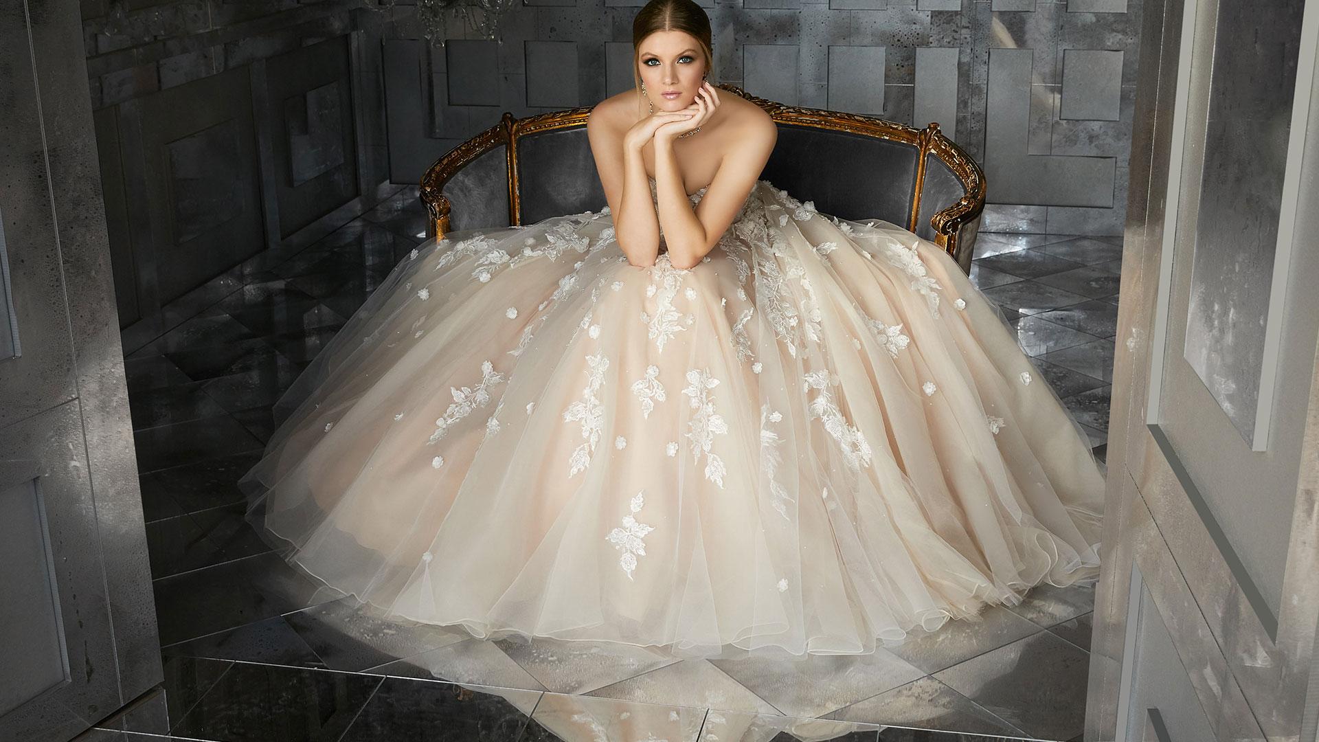 Atelier-della-sposa-rubiera-castellarano-modella-foto-abito-intero